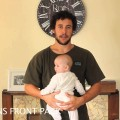 Como segurar um bebê