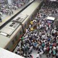Hora do rush no metro de Beijing
